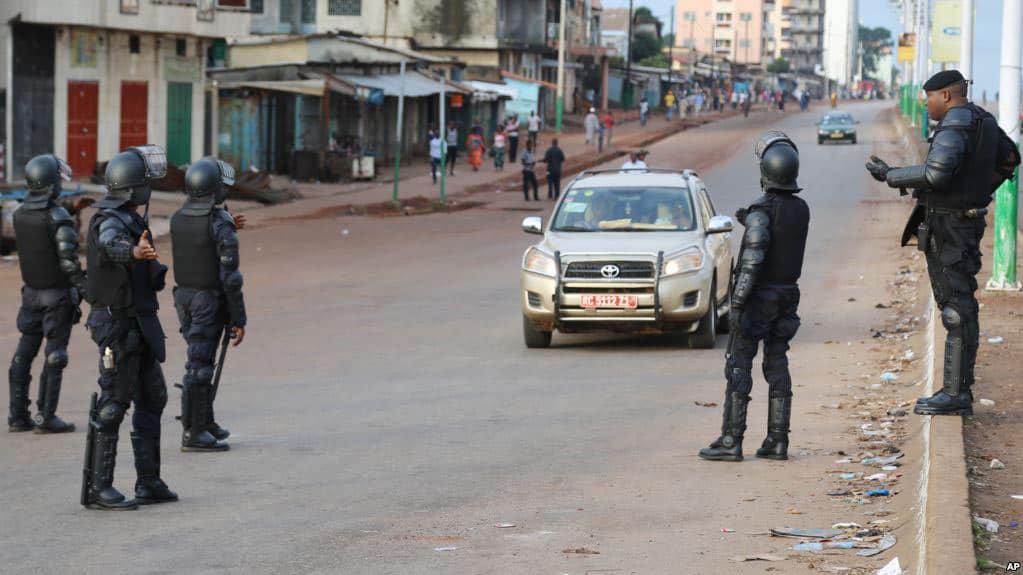 Des policiers dans les rues de Conakry, en Guinée, le 11 octobre 2016.