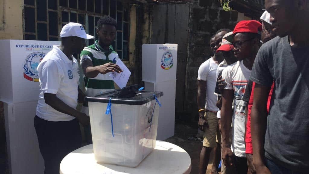 Présidentielle de 2015: vote dans le quartier Dixin à Conakry.