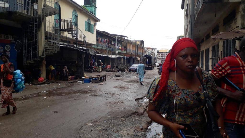 16 juillet 2018. Les rues du marché de Madina à Conakry habituellement bondées étaient désertes suite à l'appel à la journée ville morte lancé par la société civile. Le 24 juillet, la grève a moins bien fonctionné. © RFI/Carol Valade