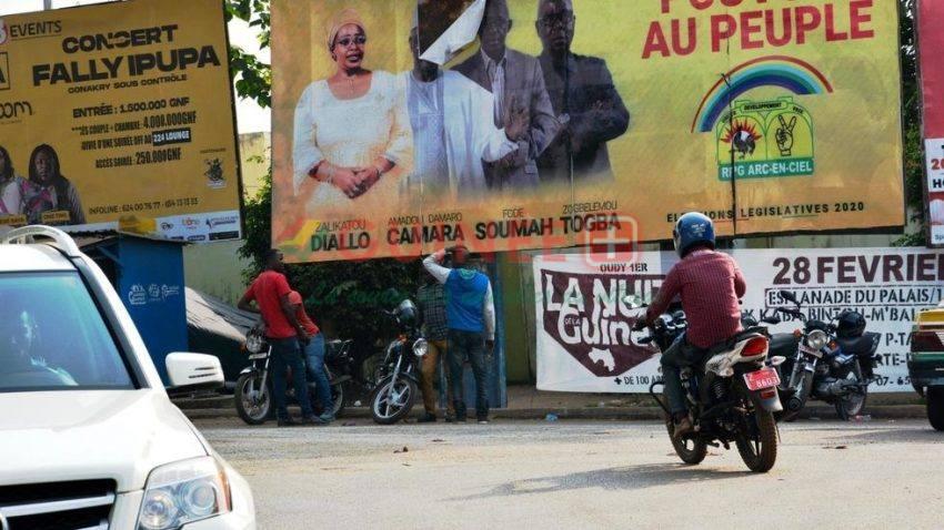 Une affiche électorale du RPG dégradée à Conakry, le 23 février 2020. C. Valade/RFI