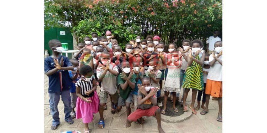 Les dons récoltés par l'ONG Dimé mali en début d'année ont permis de financer l'achat de masques ou encore de denrées alimentaires pour les enfants guinéens dans les orphelinats. Ils sont également initiés aux gestes barrières. Photo DR