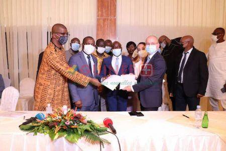 Les Conventions ferroviaire et portuaire pour l'évacuation du minerai de fer des blocs I et II de Simandou ont été officiellement signées